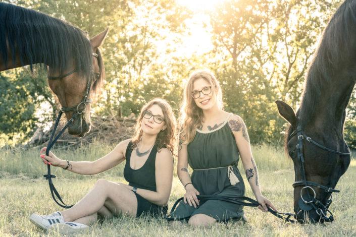 photo type nature & lifestyle, filles et chevaux en nature