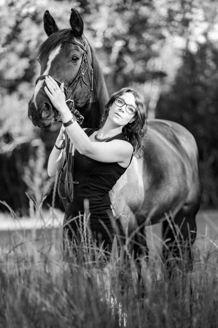 Femme et cheval près Namur, en nature